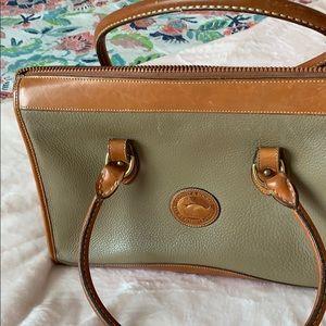 Grand Vintage Dooney & Bourke zip top bag!